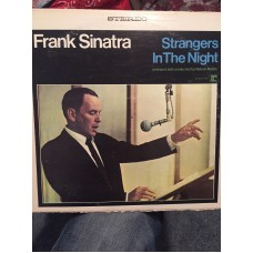 FRANK SINATRA STRANGERS IN THE NIGHT - 33 LP RECORD - NICE !!
