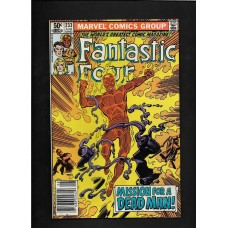 FANTASTIC FOUR 233 COMIC  - VG+ CONDITION
